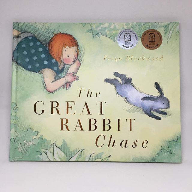 """Photo of Debbie Hatswell, Book Lady en Instagram: """"Love 💗 this! The Great Rabbit Chase de Freya Blackwood Gumboots es un conejo suave y hermoso. Tiene garras muy afiladas que rascar … """""""