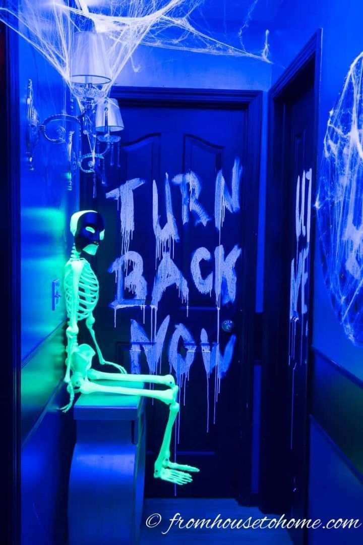 I love these glow in the dark Halloween decor ideas! They'll be perfect for my scary Halloween party.   Halloween Party