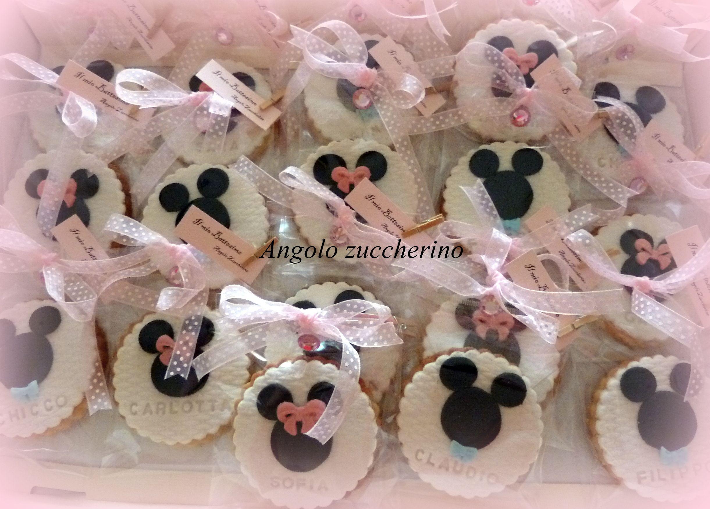 Biscotti al burro decorati con pastaa di zucchero come idea segnaposto per  battesimo