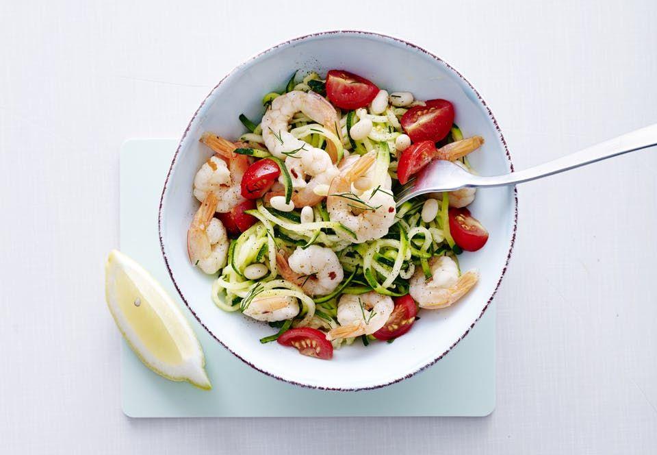 Terveellinen ja herkullinen ateria kesäkurpitsasta, katkaravuista ja pavuista valmistuu 20 minuutissa.