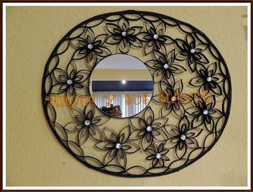 espejo decorado con rollos de papel higienico