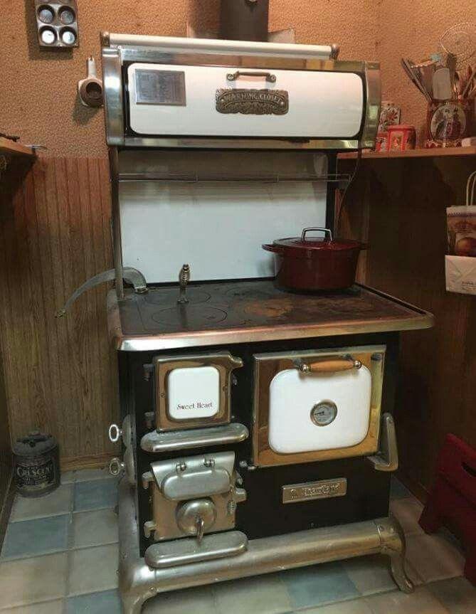 Antique Kitchen Stoves, Antique Stove, Antique Wood, Wood Burner Stove,  Wood Stoves, Vintage Stoves, Vintage Appliances, Greenhouses, Sewing  Machines
