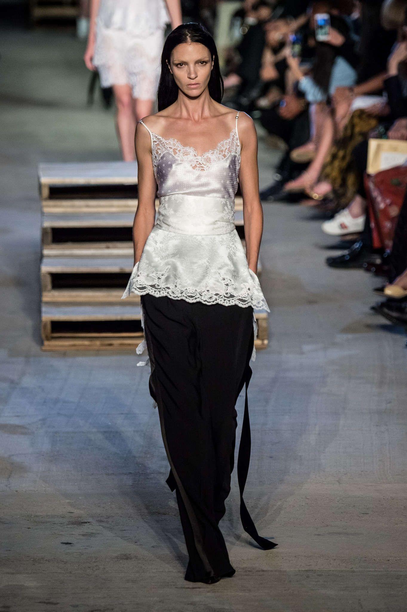 Givenchy Spring-Summer 2016, Womenswear - Catwalks (#22597)