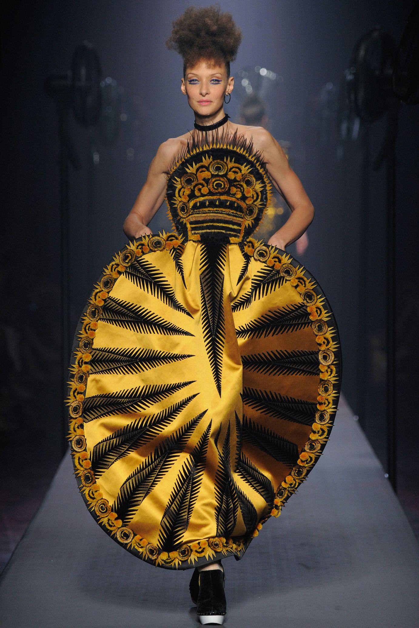 """Résultat de recherche d'images pour """"modèle excentrique de jean paul gaultier"""""""