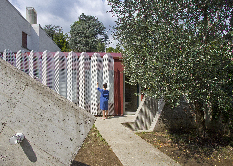 Urban Cabin By Francesca Perani Enterprise Detached Houses In 2020 Micro Apartment Tiny Cabin Urban