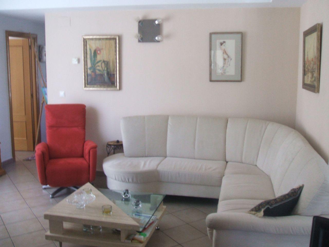 Piso en venta en: Benimantell – Alicante Piso en venta en: Benimantell – Zona: centro – Alicante – España – CP.03516 – REF-PIS0155 Superficie construida: 80m² Precio: 110.000€ …