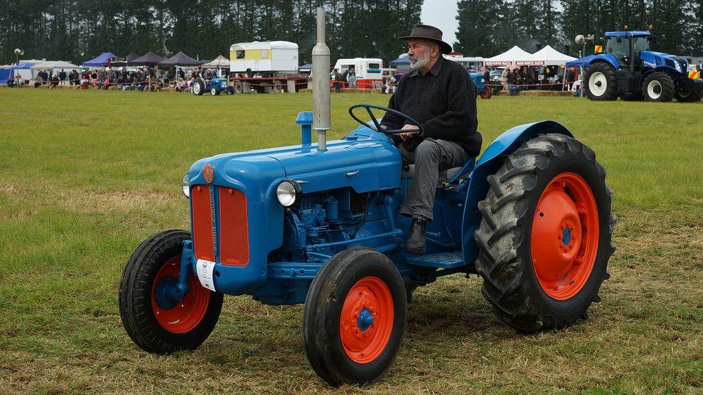 Ford Dexta Tractor : Fordson dexta offset tractor google search tractors