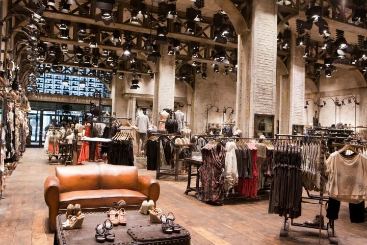 One of the most AWESOMELY designed retail spaced I've ever been ...