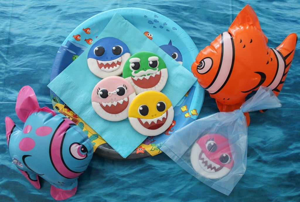 DIY Baby Shark Cookies (With images) Decorated cookies