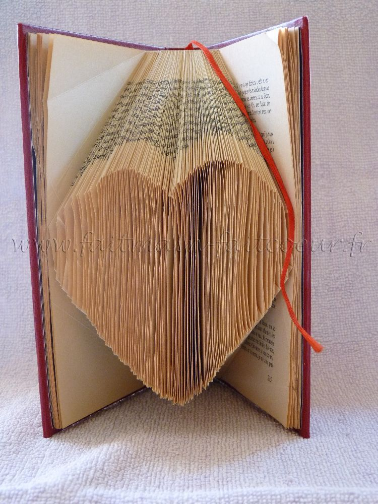 Folded book pattern tutorial French language but