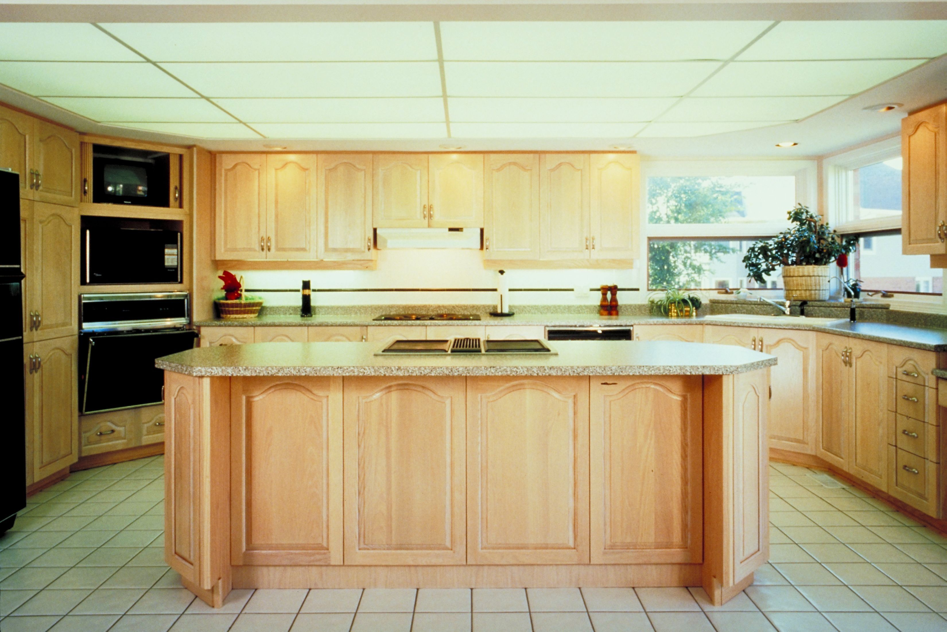 What Paint Goes With Pickled Oak Cabinets Hunker Oak Cabinets Kitchen Remodel Kitchen Remodel Design