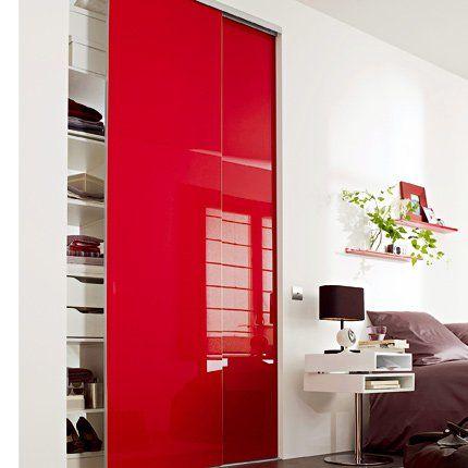 Porte de dressing coulissantes en verre laqué rouge chez Lapeyre