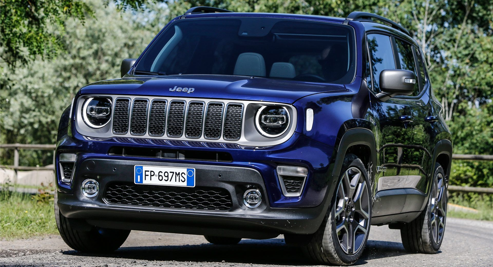 Jeep Showcases Updated 2019 Renegade In Turin Carscoops Jeep Renegade Jeep Renegade Price New Cars