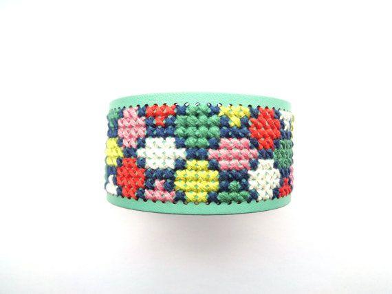 Cross stitch bracelet embroidered cuff geometric door EvitaHandmade