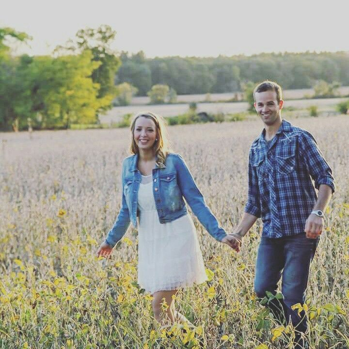 Engagement photography in a bean field. (Credit: Key Image by Ralyn Key )