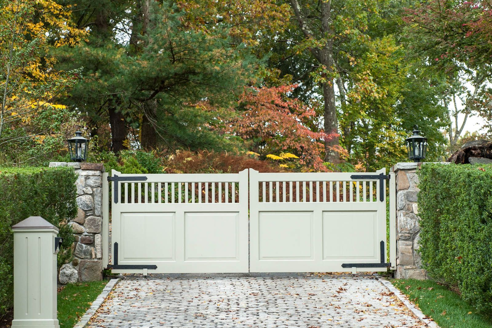 White Composite Driveway Gate Solid On Bottom Straight Spindles On Top Third Clean And Classic Wood Gates Driveway Wooden Gates Driveway House Gate Design