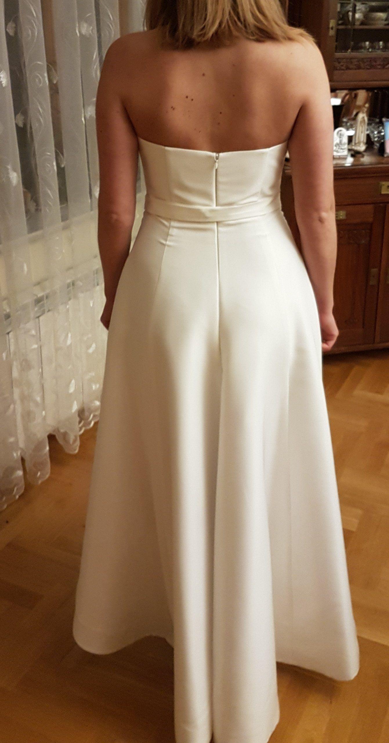 3af802f761 Asymetryczna suknia ślubna Mia Lavi złoty pasek