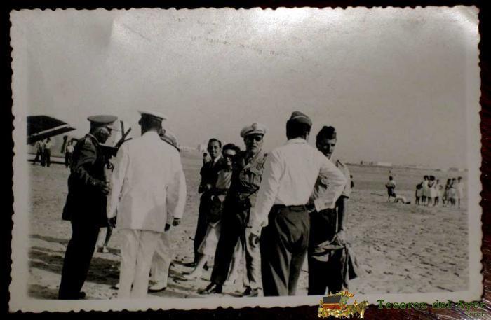 lote_GUERRA DE IFNI - EL GENERAL MARIANO GOMEZ DE ZAMALLOA, GOBERNADOR GENERAL DE SIDI IFNI, LAUREADO DEL PINGARRON Y EL HEROE DE LA DIVISION AZUL, EN ACTO POR LOS CAIDOS EN LA POSICION DE BUYARIFEN - REGULARES, LEGION - MIDE 14 X 8  (700×457)