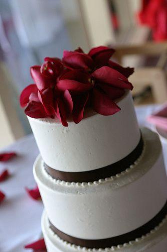 7 Cheap Wedding Cake Ideas Cheap Wedding Cakes Contemporary Wedding Cakes Simple Wedding Cake