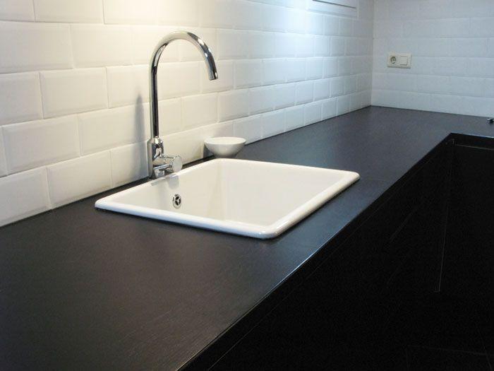 Encimera de madera maciza lacada negro mate basora for Encimera de cocina lacada en blanco negro