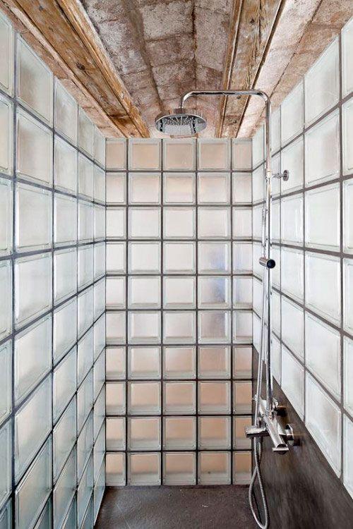 Glazen bouwstenen in badkamer | Green Loft Sibiu | Pinterest ...