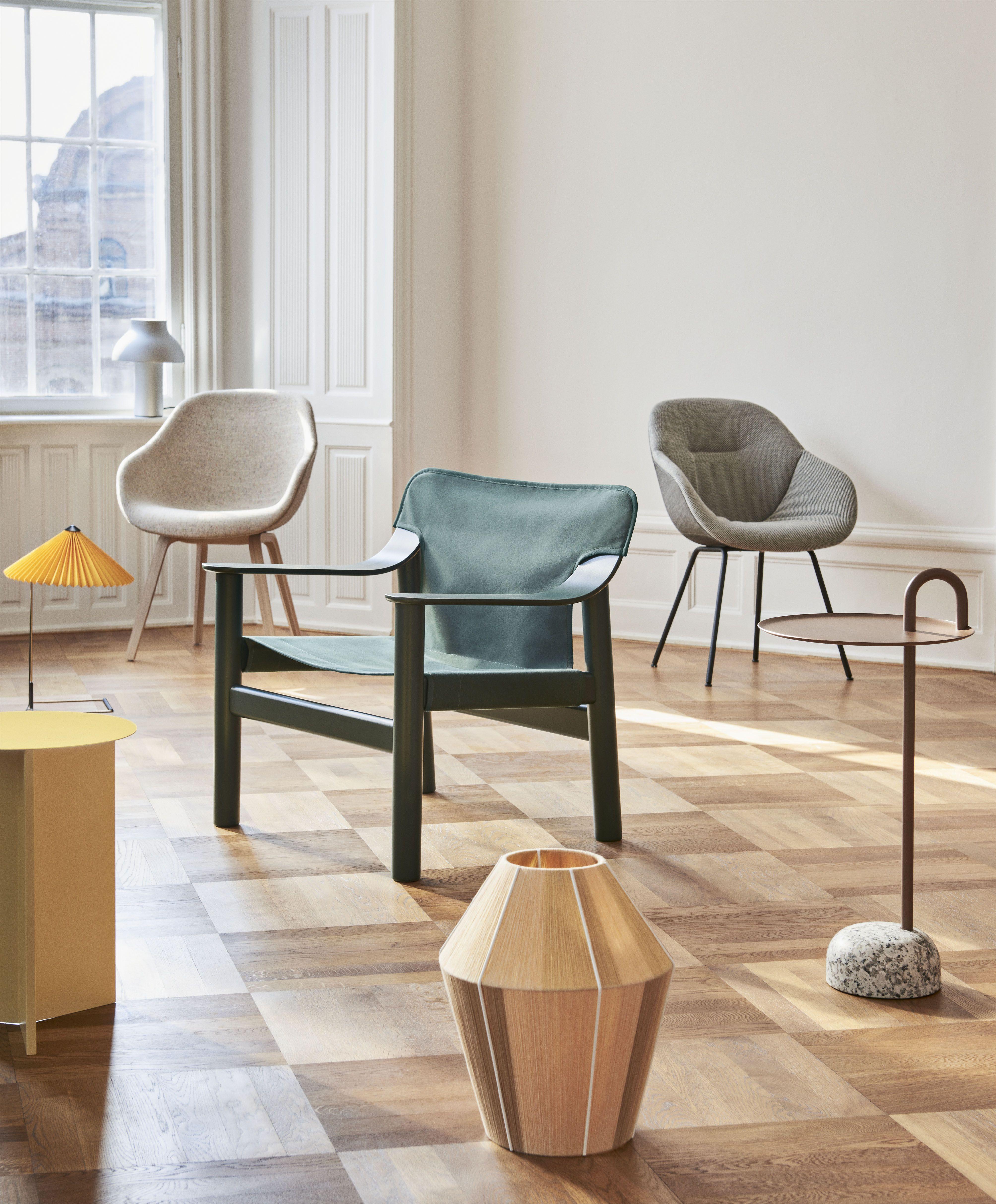 Nieuwe Design Stoelen.Een Nieuwe Lounge Fauteuil Van Hay Een Moderne Stoel Geinspireerd