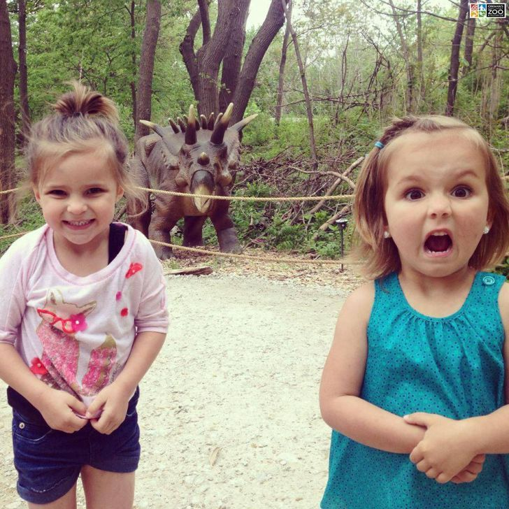 The two natural reactions to seeing a dinosaur.