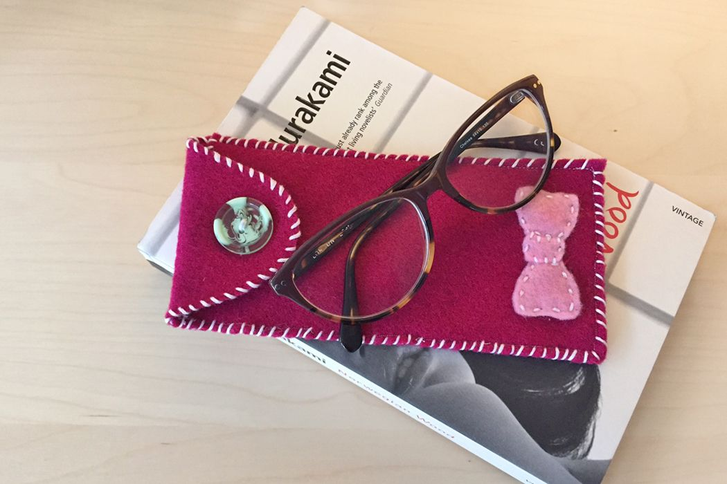 How to Sew a Felt Glasses Case | Purses, pouches, bags, cases, etc ...