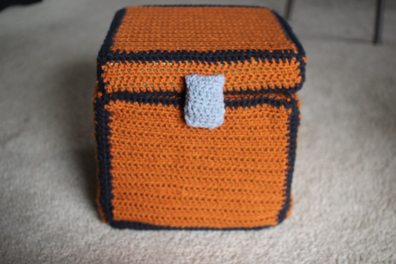 Minecraft Storage Chest Crochet Pillow | Ideas para dormitorios ...