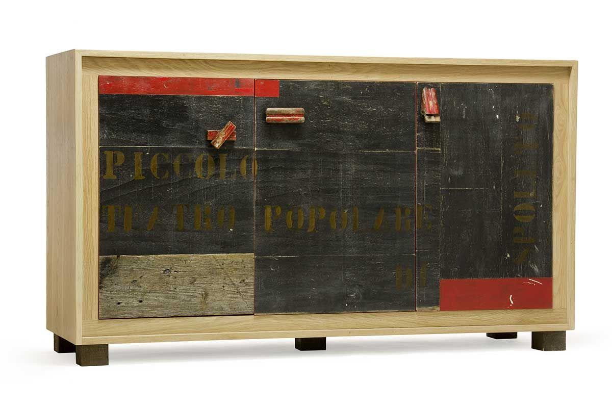 Credenza Moderna Rossa : Madia moderna con struttura in legno massello rovere e sportelli