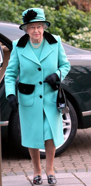 The Queen arrives at Thames Hospicecare in Windsor, England  28 Nov 2012 (Source: WPA Pool/Getty Images Europe)