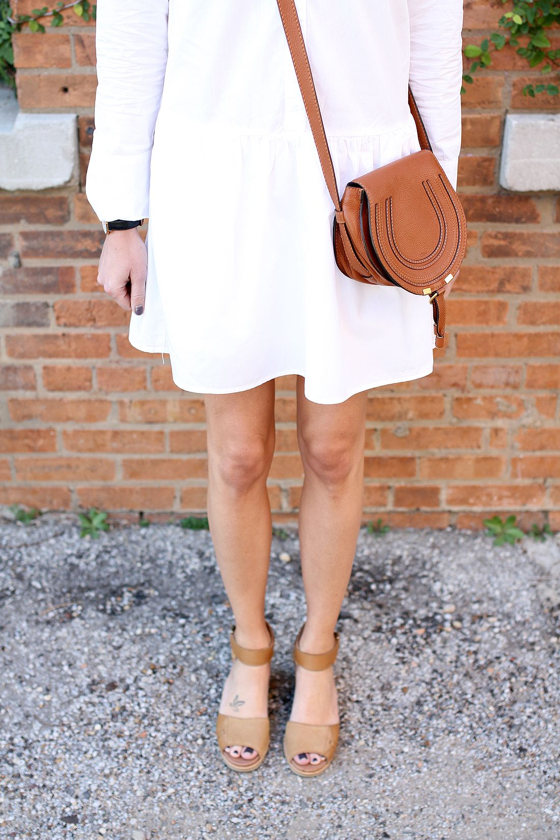 d359b6693d81 fashion-jackson-chloe-marcie-tan-crossbody-sorel-joanie-sandals-white-shirtdress   sorelfootwear  chloefashion  splendidla