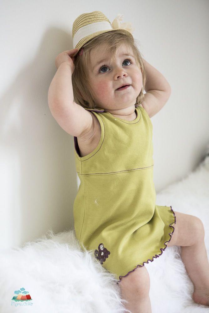 Die Sonne scheint und die kleine Luxuslady erstrahlt in ihrem hübschen Pima Baumwollkleidchen.