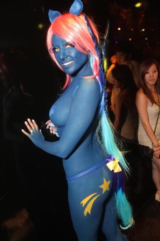 Halloween bodypaint porn
