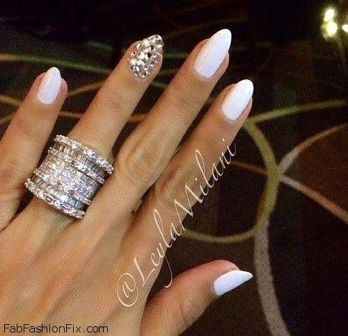 White nails inspiration and gorgeous diamond ring