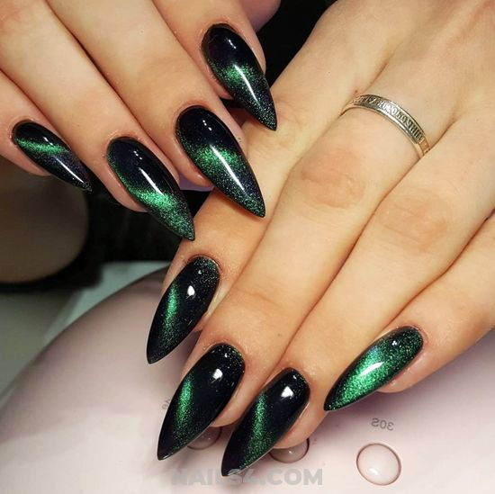 25 Best Nail Designs Ideas To Copy This Fall In 2020 Green Nail Designs Green Nails Fall Nail Designs