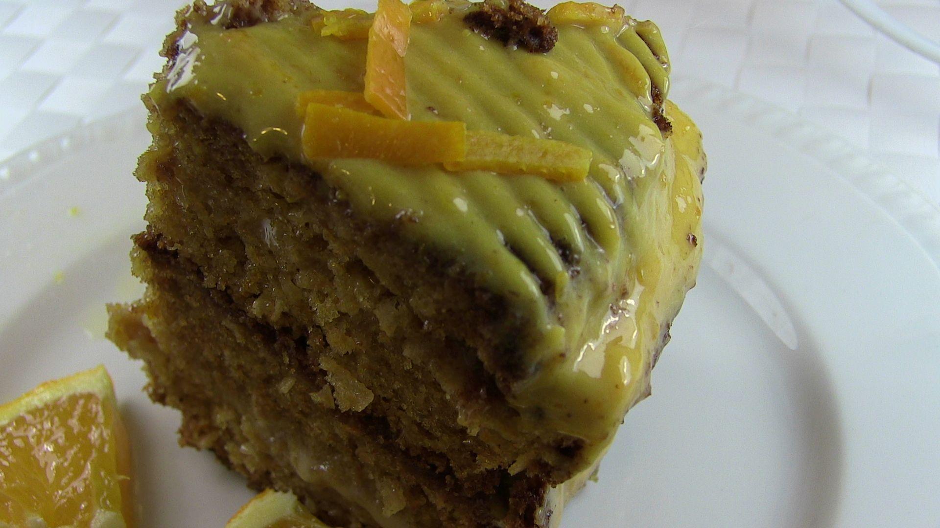 bolo torta de laranja com toque de noz moscada com recheio de doce de leite