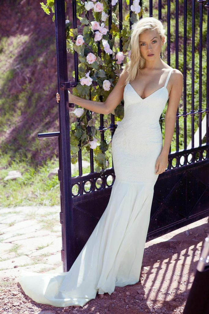 Katie May Backless Wedding Gown Monaco Gown Photo Courtesy Of Nicole L Hill Photography Www Katiemay Com Bridal Dresses Backless Wedding Wedding Dresses