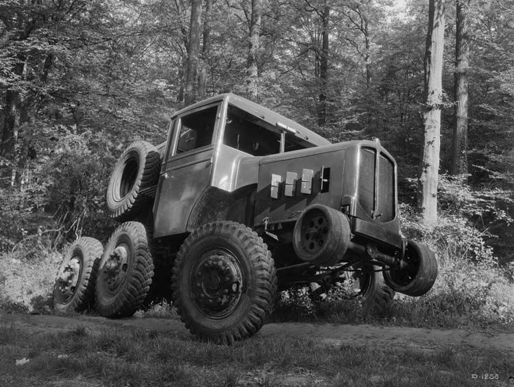 camion tracteur renault travaux forestiers 22 cv 1936 renault communication photographe. Black Bedroom Furniture Sets. Home Design Ideas
