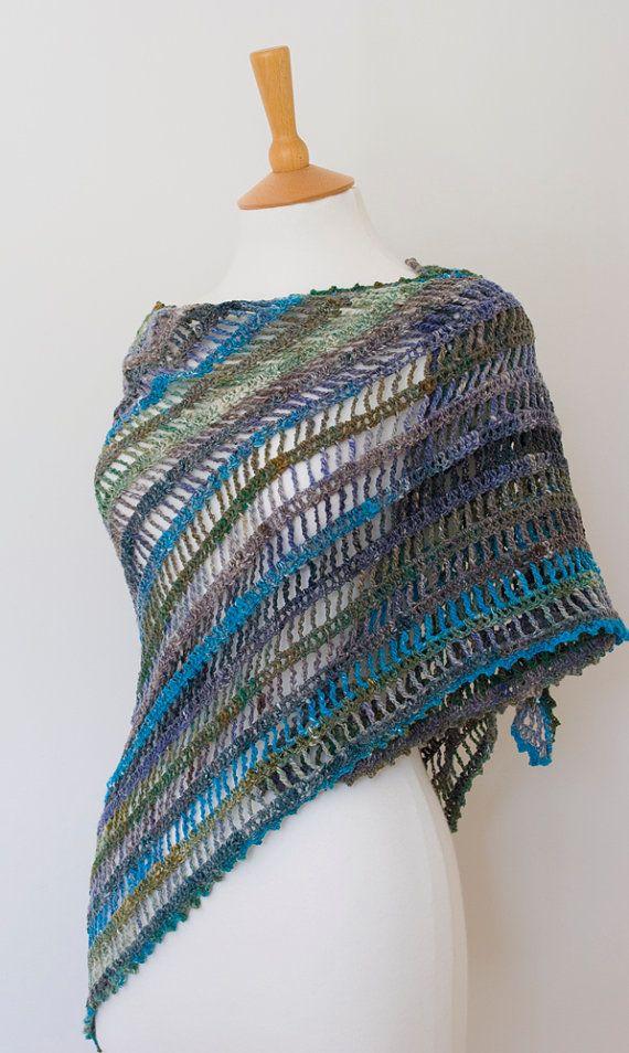 Diagonal stripes triangle shawl | 21 | Pinterest | Tierhilfe, Schals ...