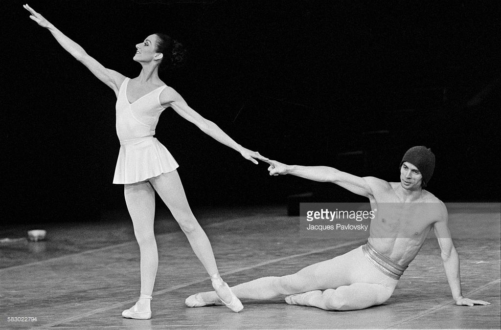 Photo d'actualité : Russian ballet dancer Rudolf Nureyev performs on...