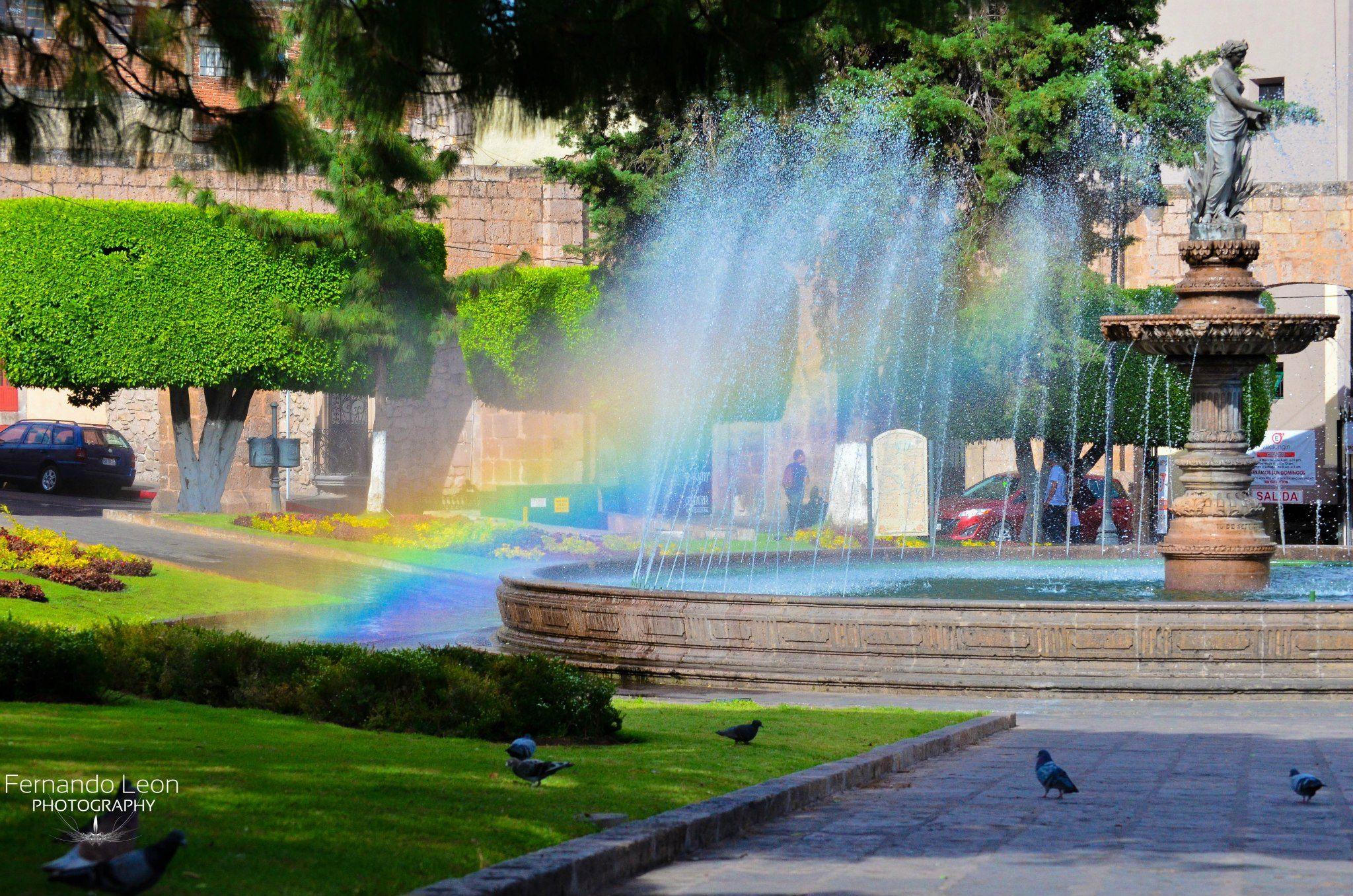 Viaja a la capital de Michoacán y admira la exquisita arquitectura de los edificios que conforman su Centro Histórico, reconocido, para orgullo de todos los mexicanos, como Patrimonio de la Humanidad por la UNESCO, en 1991. Hoy la ciudad conserva su maravillosa traza urbana, sus señoriales edificios, sus plazas, parques, museos, artesanías y excelentes restaurantes donde se degusta la deliciosa gastronomía de la región.