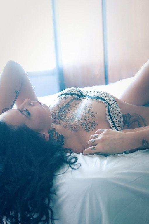 Beautiful polka dots bra on inked brunette | Just a pretty tattoo