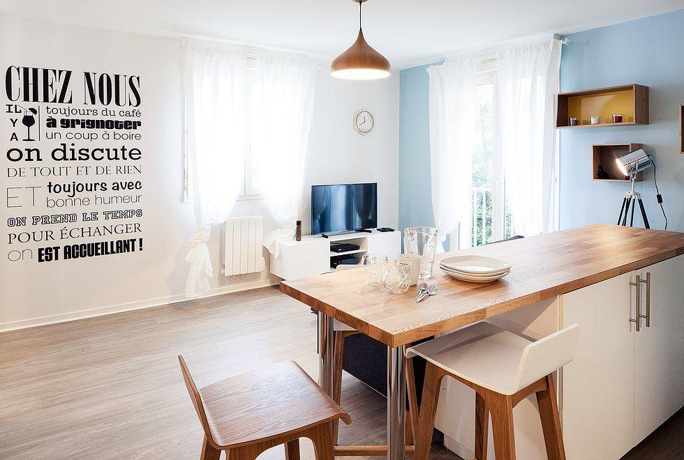 Кухонный остров, точнее его часть служит высоким обеденным столом - prix extension maison 30m2