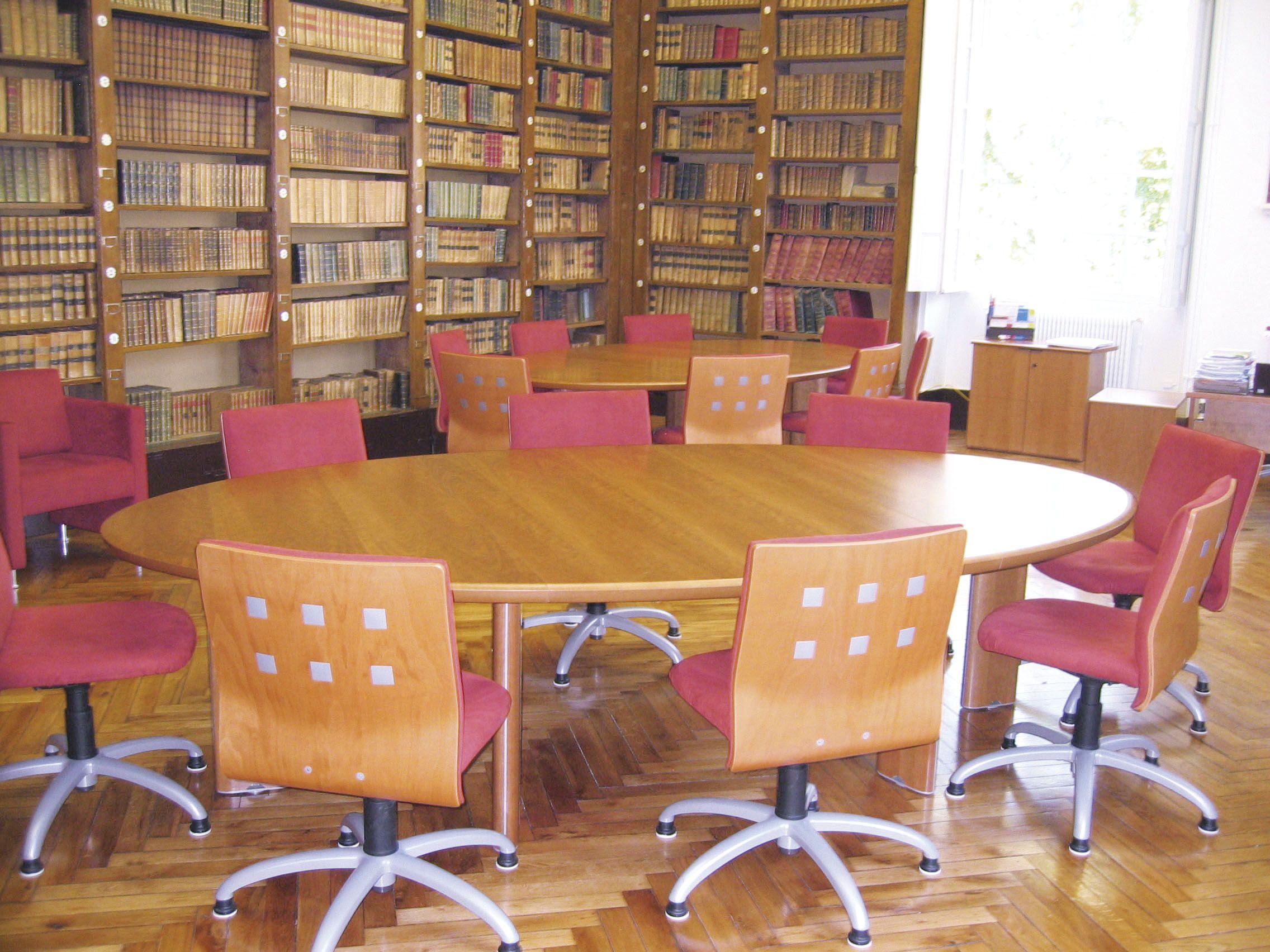 Table De Reunion Elliptique Merisier 8 Personnes Et Chaises 5 Branches Mobilier Bureau Mobilier De Salon Meuble Bureau