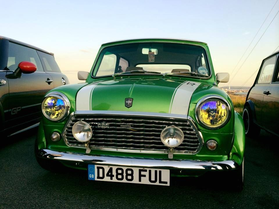 Idea For Racing Stripe Detail Thin Strip On Either Side Racing Stripes Racing Mini Cooper