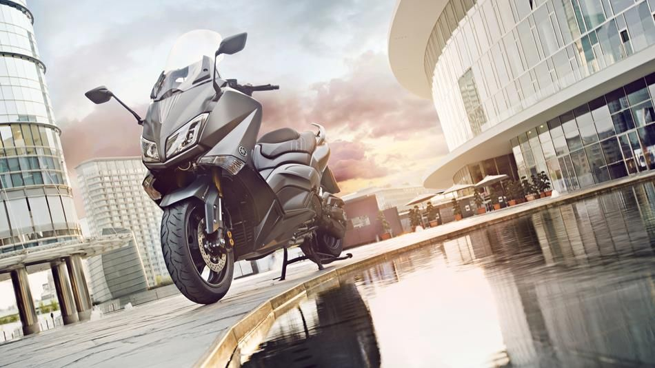 2015-Yamaha-T-MAX-SPECIAL-EU-Liquid-Darkness-Static-006