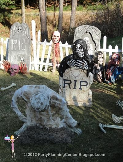 IDEAS & INSPIRATIONS: 10 Creepy Outdoor Halloween Decorating Ideas - Outdoor Halloween Decorations