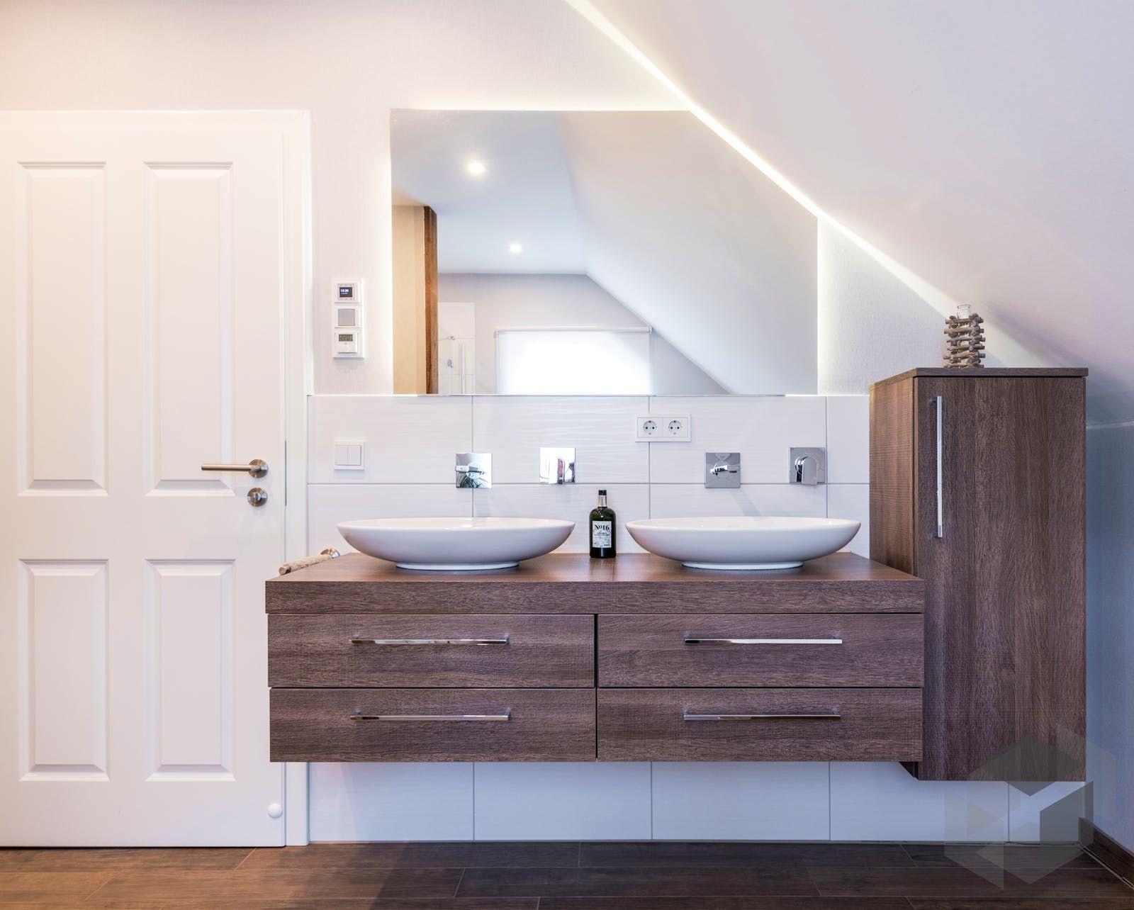 Waschtisch 2 Becken Mit Spiegel Unter Dachschrage In 2020 Fingerhut Haus Fertighauser Planen Und Bauen