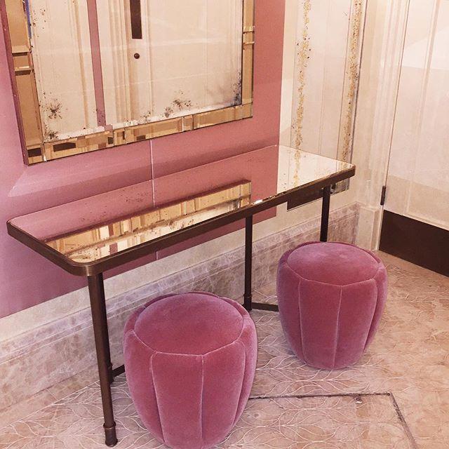Que coisa mais linda o banheiro do The Ivy em Londres!  Vic Ceridono | Dia de Beauté